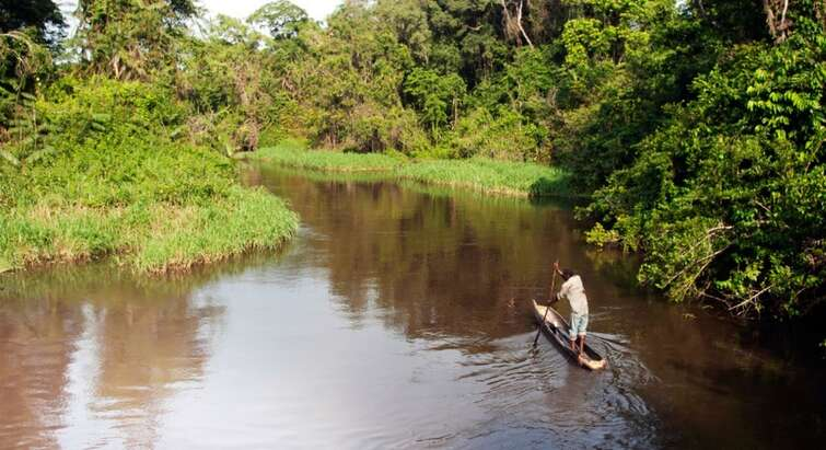 Man sailing on the Ebola River
